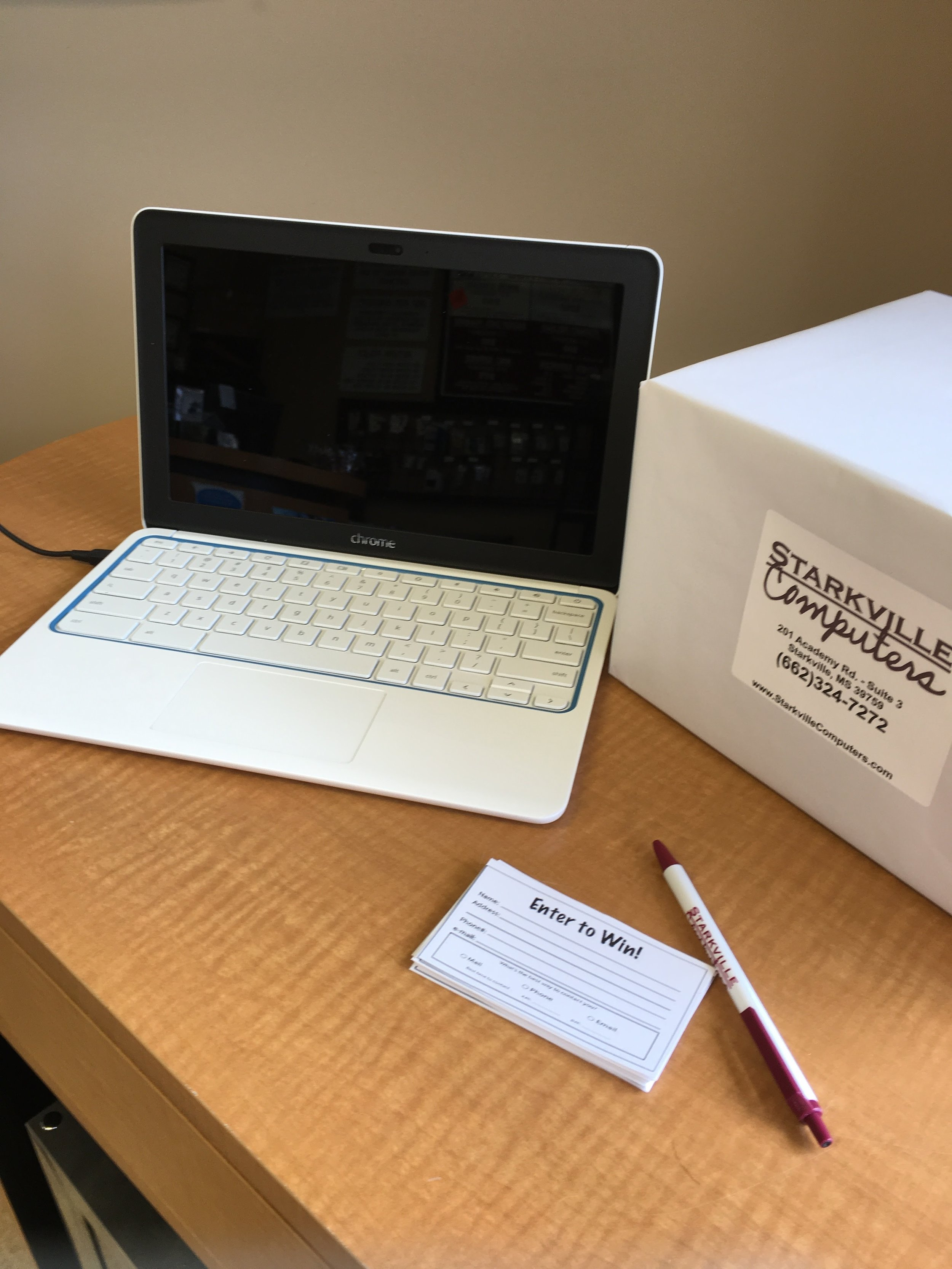 "Specifications: 11"" HP, Google Chrome Operating System, 1.7GHz, 2GB RAM, 16GB SSD"