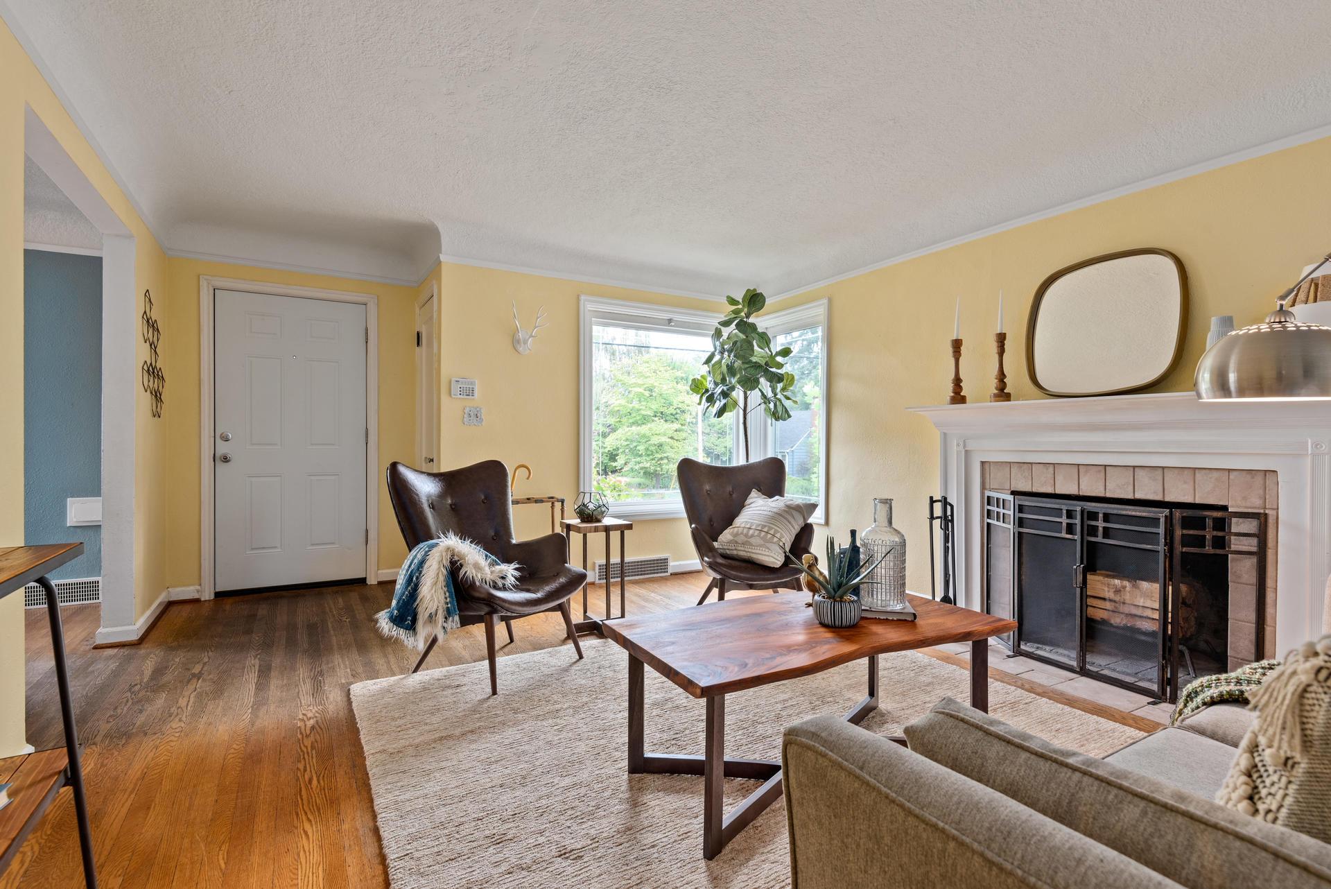 2236 NE Dekum St Portland OR-008-018-Living Room-MLS_Size.jpg