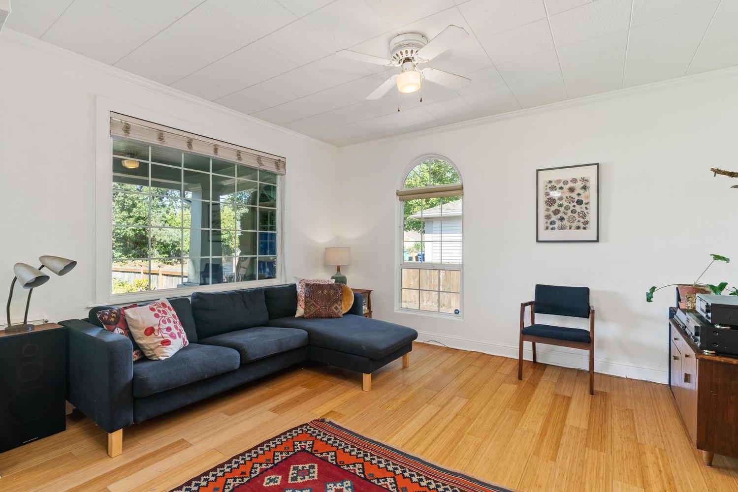 5326 SE 104th Ave Portland OR-large-008-013-Living Room-1500x1000-72dpi.jpg