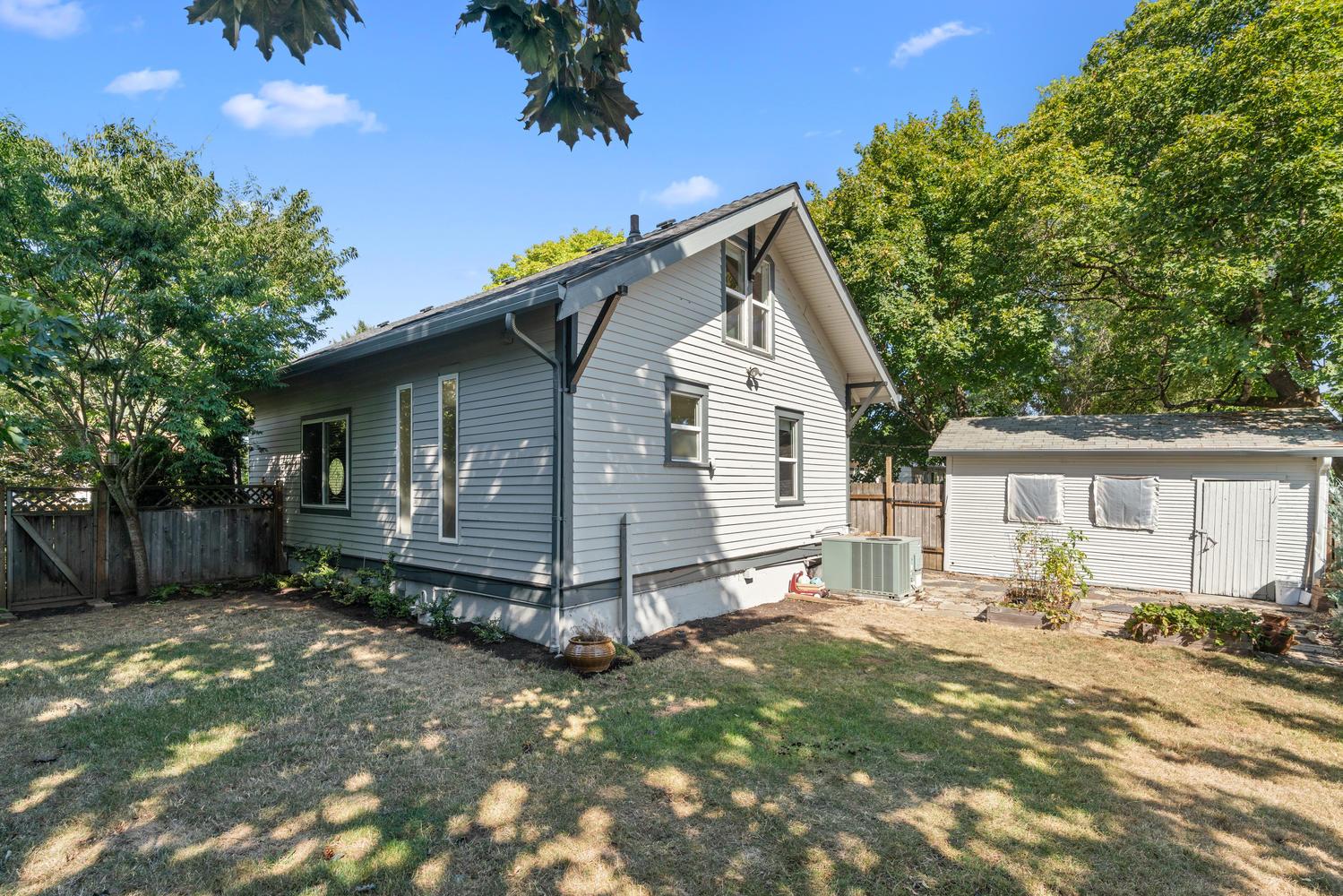 5326 SE 104th Ave Portland OR-large-031-029-Back yard-1500x1000-72dpi.jpg