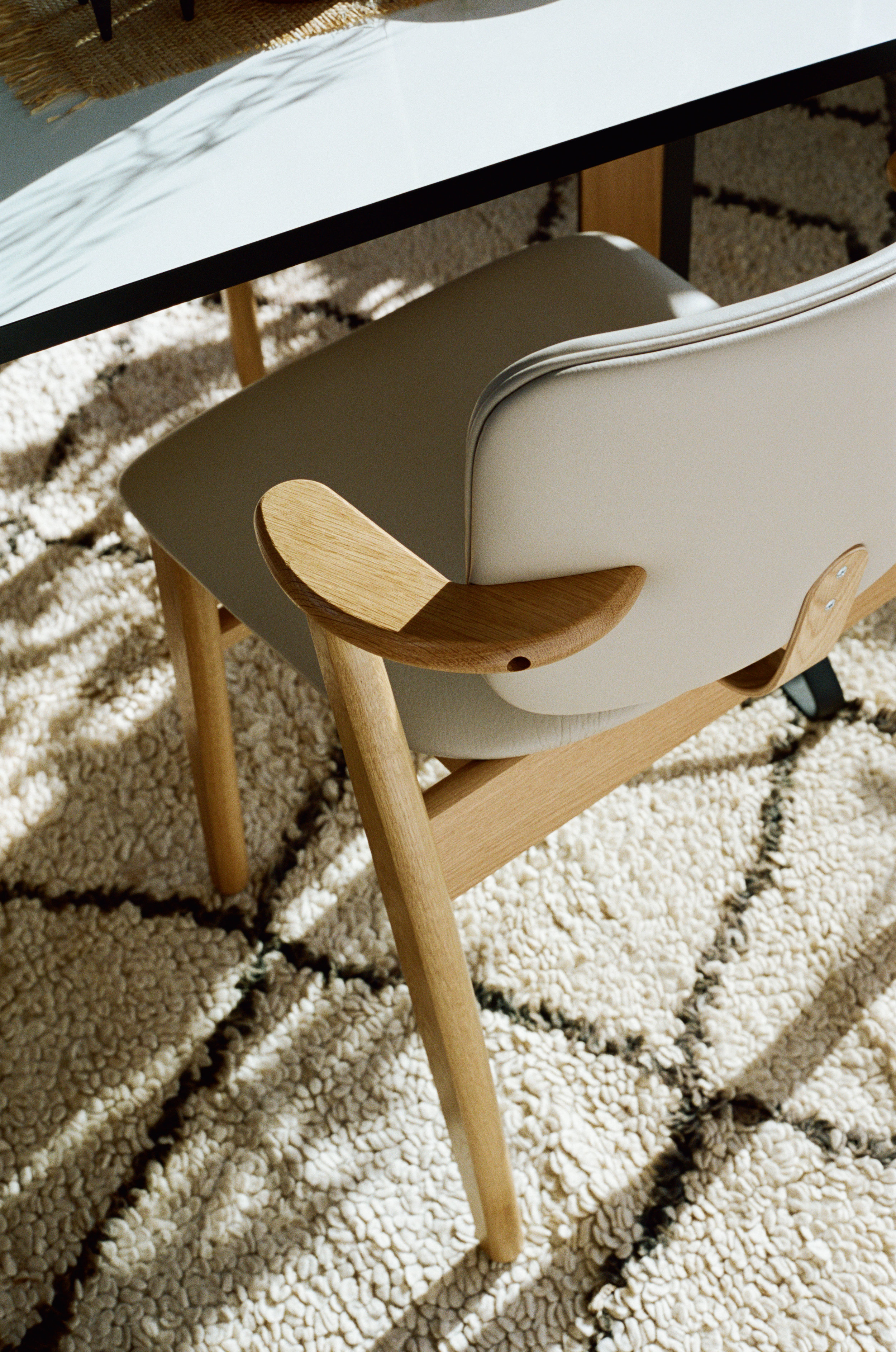 Domus_Chair_clear_oak_leather_upholstered_3.jpg