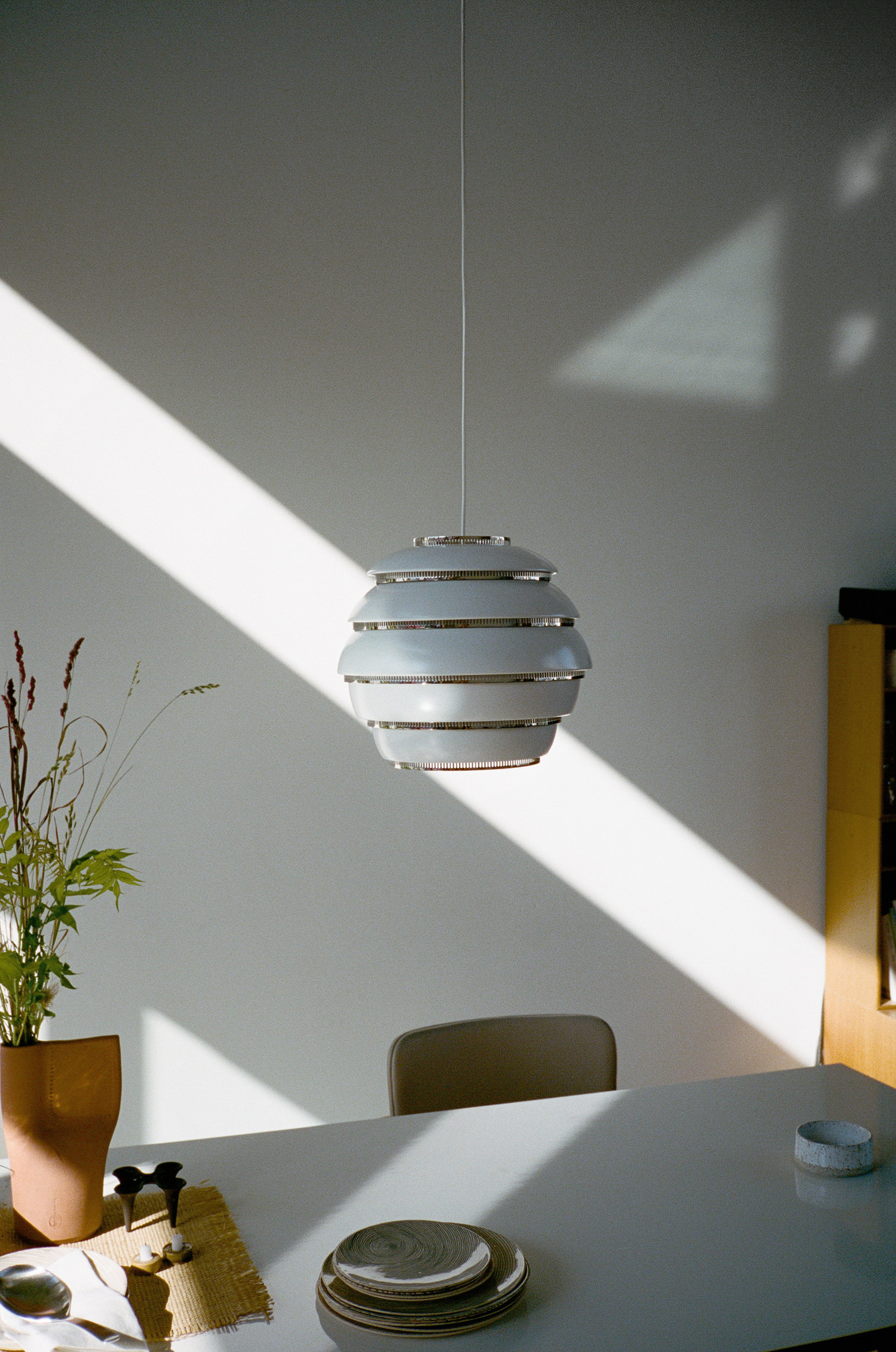 Pendant_Light_A331_Beehive_white_lacquered_4.jpg