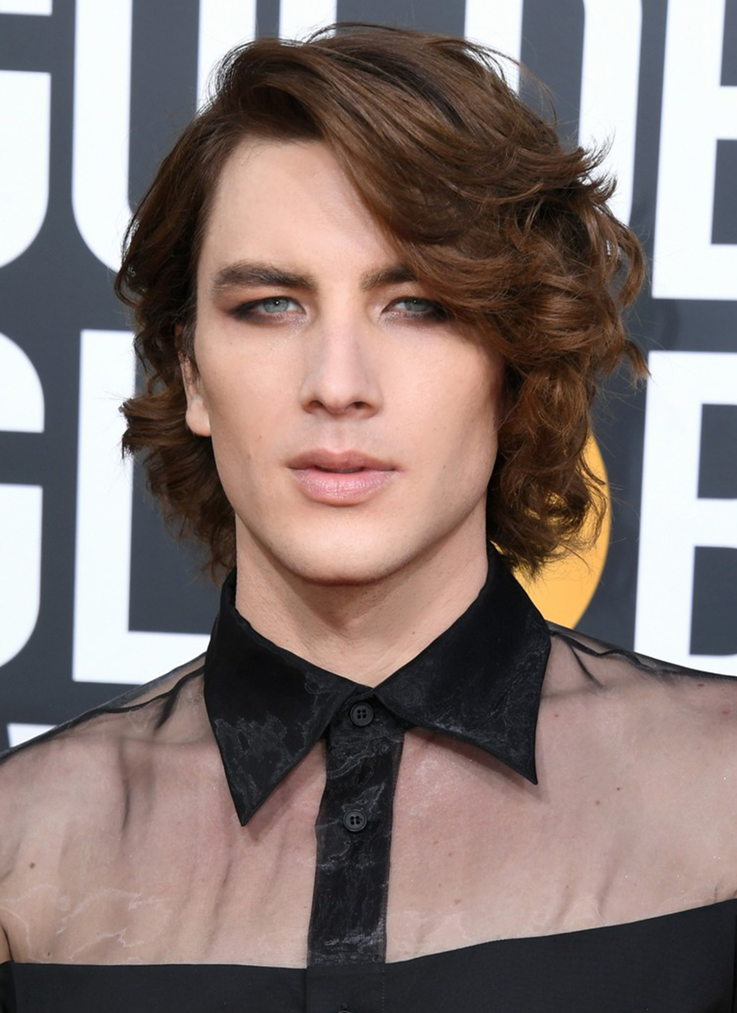 cody-fern-golden-globes-2019-03.jpg