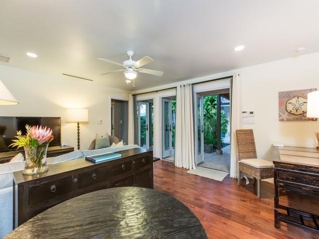 Bedroom-Suite-6_640x480_2151510.jpg