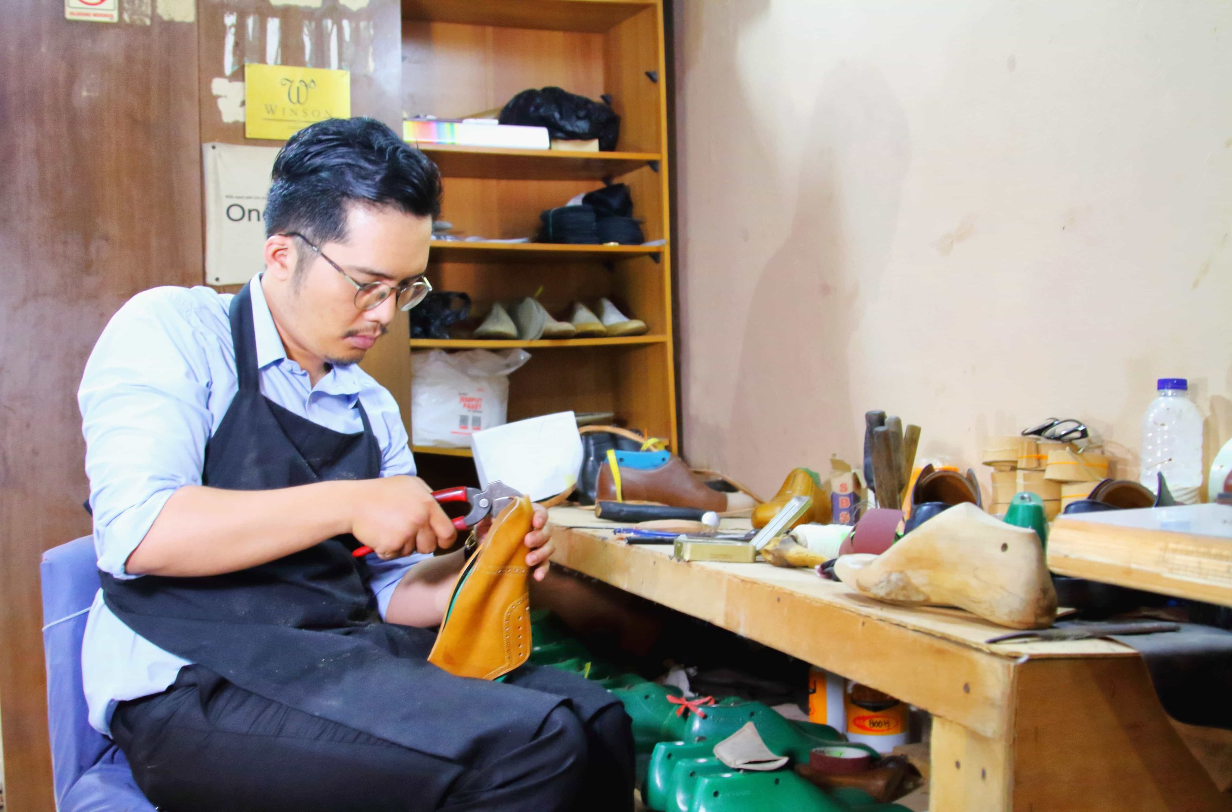 Lasting is the process to give shape to a shoe. It determines the fitting of the shoes. The lasting process at our workshop