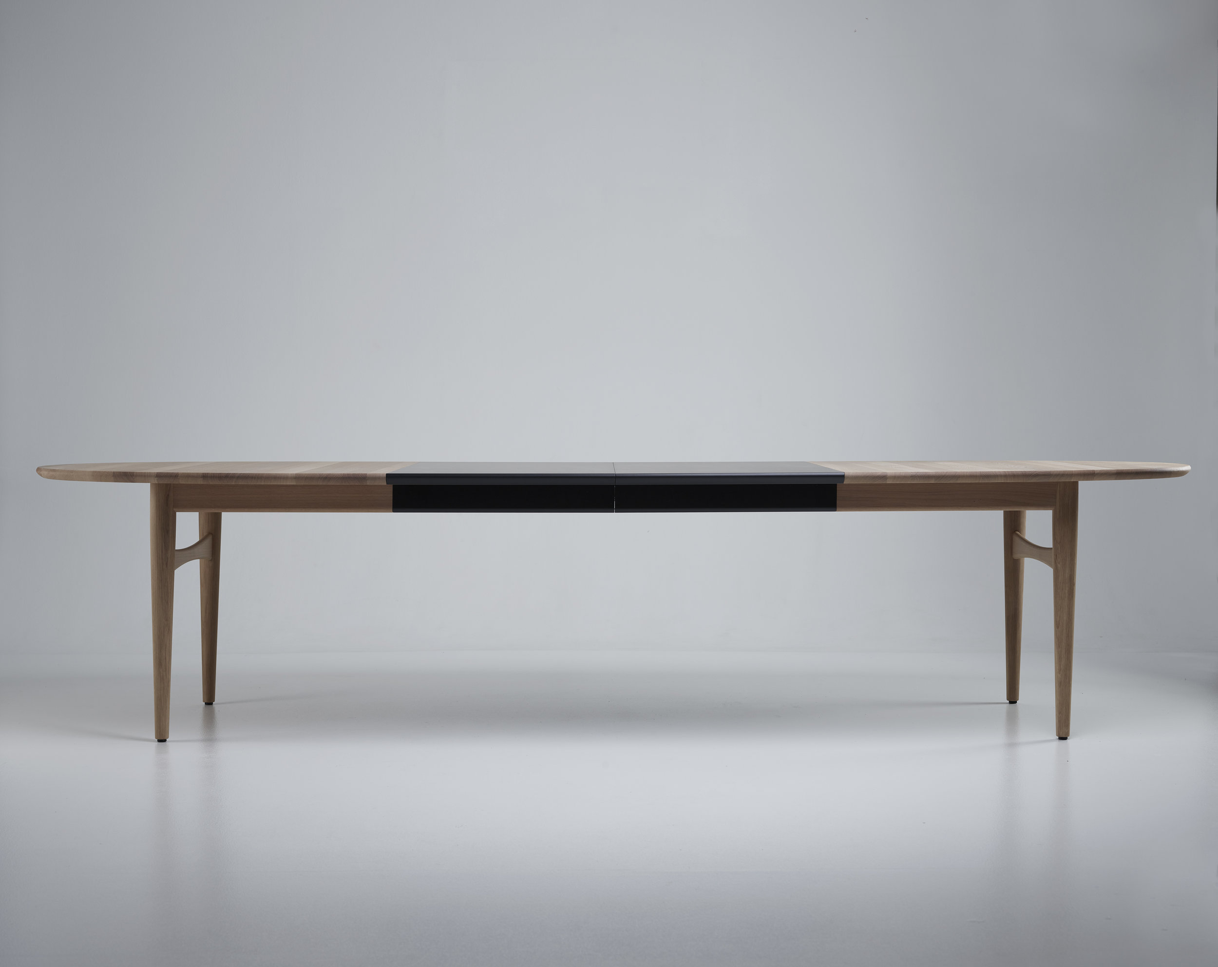 Øya dining table