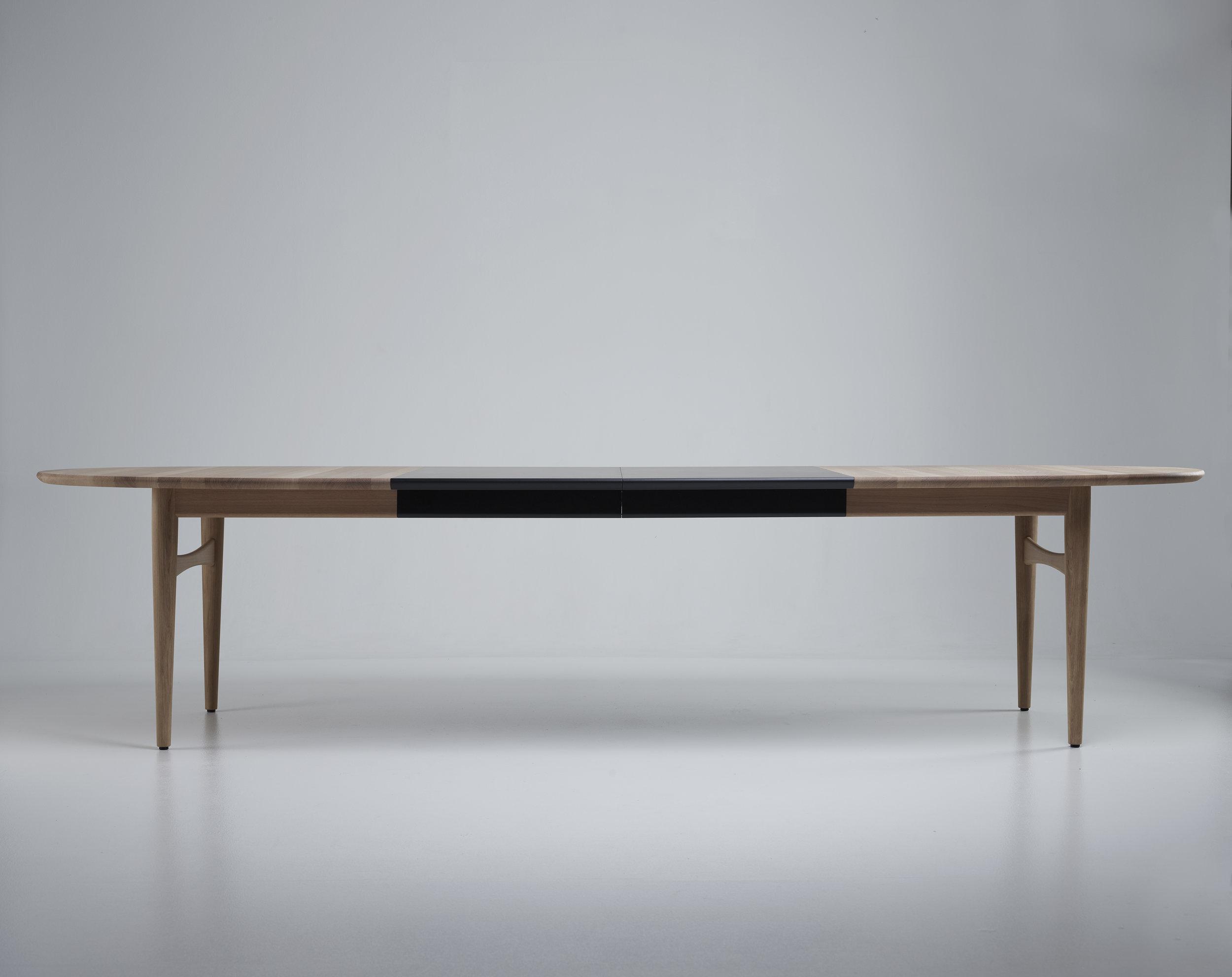 Oya extendable dining table