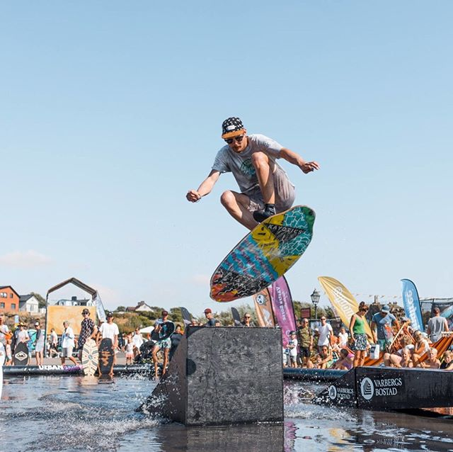 Curation of shots from Sweden where @semjon_szil recently took 1st Place at the European cup event in Malmö and 2nd place in Hallifornia. : Big ups to @skimx for putting on these killer skim events. : #Kayotics #kayoticsskimboards #skimboardsandlifestyles  #skimsweden #europeanskimboardingcup  #hallifornia #malmo : : : : #flatlandskimboarding #skimboarding #beaches #skimontario  #flatlandskim #skimming #skimstagram #skimusa #skim #beachcred #skimboardinglife #skimboardcanada