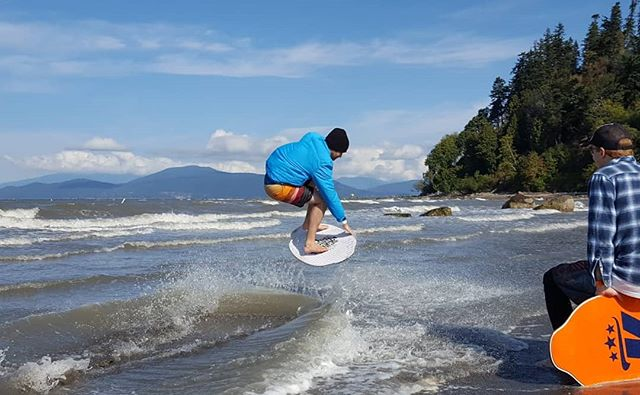 Nice pop from @trevergatto on a windy September day 🍃. 📸 : @skimsup @ming604 📍 : Wreck Beach, BC