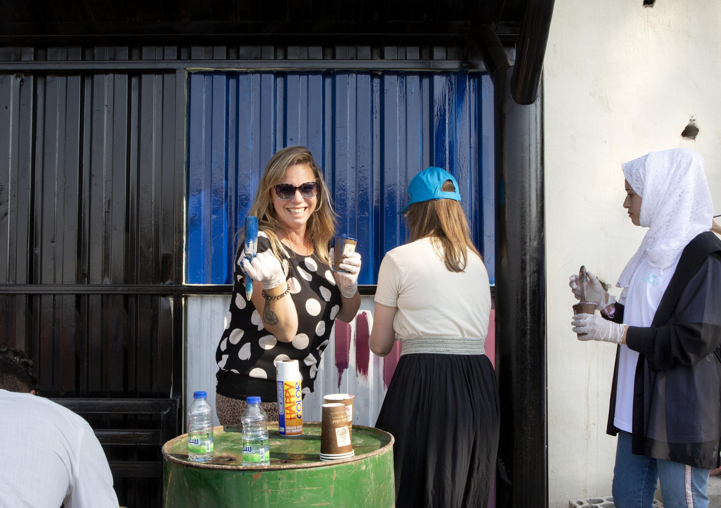 Jordanie, 31 augustus - 6 september 2019.Business vrijwilligers Peter Joziasse, Angela Frings en Joyce Goverde brengen (ism reisorganisatie Djoser) een bezoek aan diverse projecten in Jordanie:Oa Ministry of Youth jongerencentra, Green Rooftops (Peter/Mohamed), Beit Souf ecorestaurant (Joyce/Dooa), naaiatelier (Angela/moederMohamed), Nahno (schilderen), Youth Advisory Council (tafelgesprek), Makani centrum in Za'atari kamp,  Fablab en Teenah (tassen maken).
