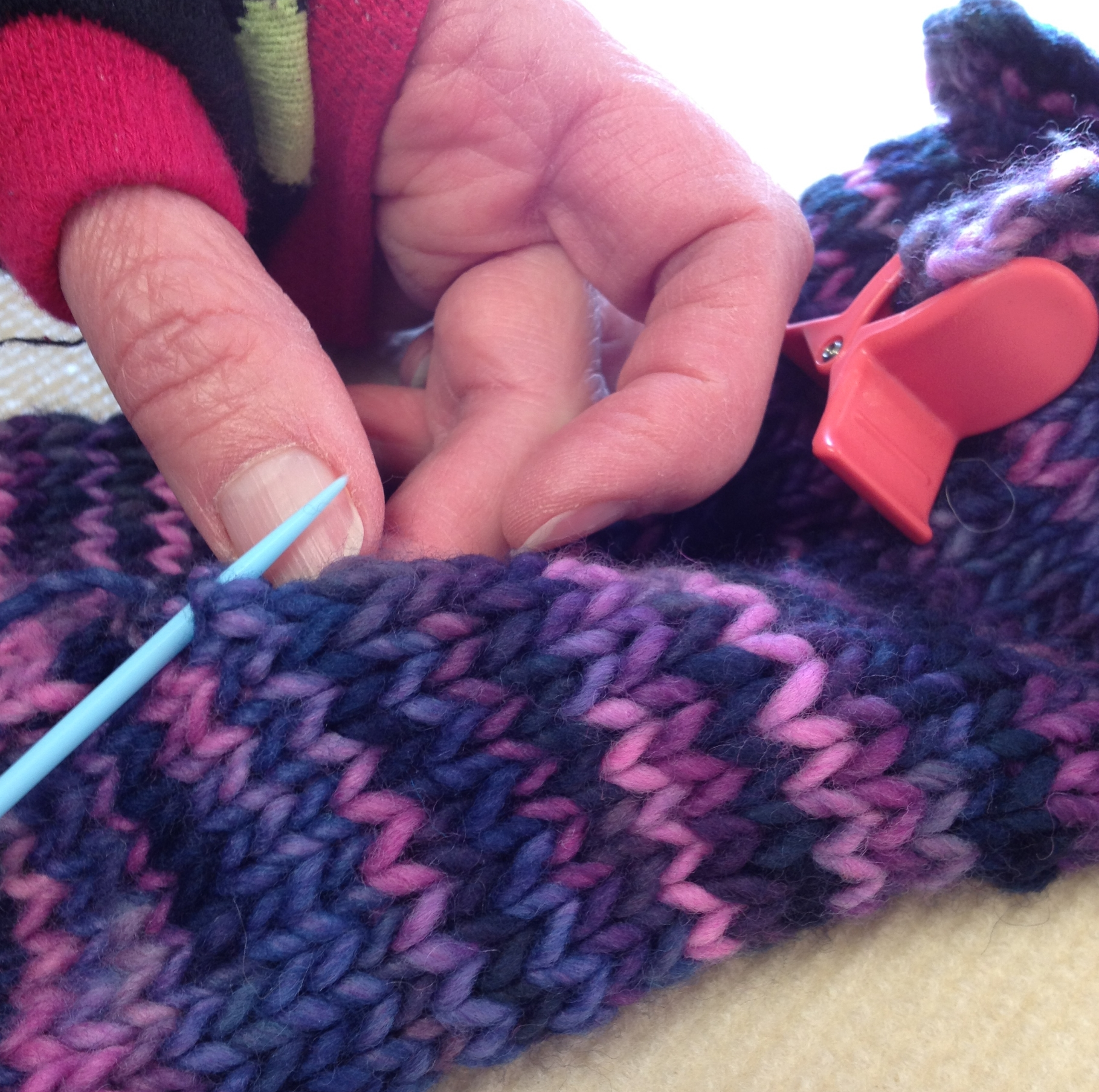 Here's our Yarngirl Lee working her first seam ever with great results. She said it made seaming easy..