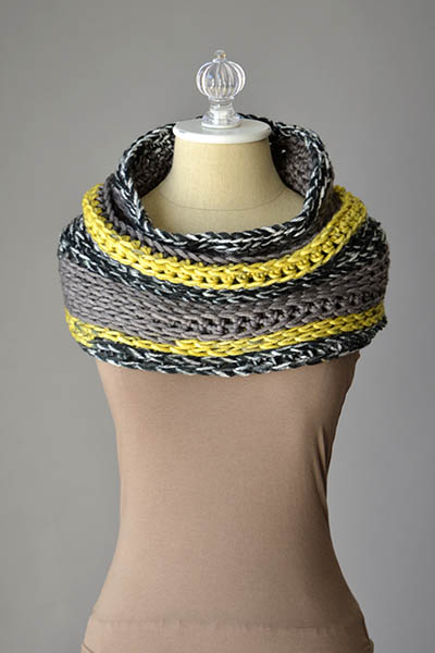 Wear it over your shoulders or around the neck!