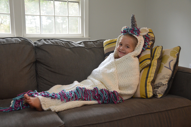 Magical dreams happen in a cuddly unicorn blanket. Get this knitting pattern now and make one for the whole family!