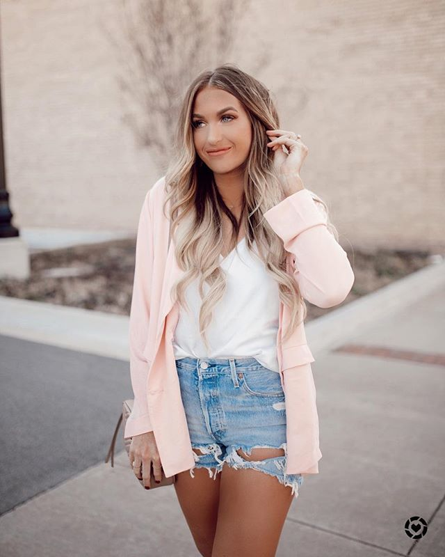 Happy Monday friends!! I hope everyone had a great weekend! You guys I'm freaking obsessed with this pink blazer! It's so cute and light weight enough for spring and can be paired with slacks or skinnies to be good to go for work! #liketkit @liketoknow.it Shop my daily looks by following me on the LIKEtoKNOW.it app http://liketk.it/2AC8B