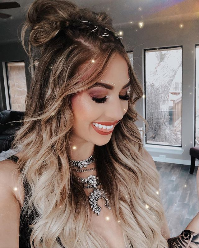 Having major fomo from all of these #coachella photos!!! Like someone transport me there now!! I linked all of my beauty products used for this look!! You can instantly shop my looks by following me on the LIKEtoKNOW.it app http://liketk.it/2B8oF  #liketkit @liketoknow.it #LTKbeauty
