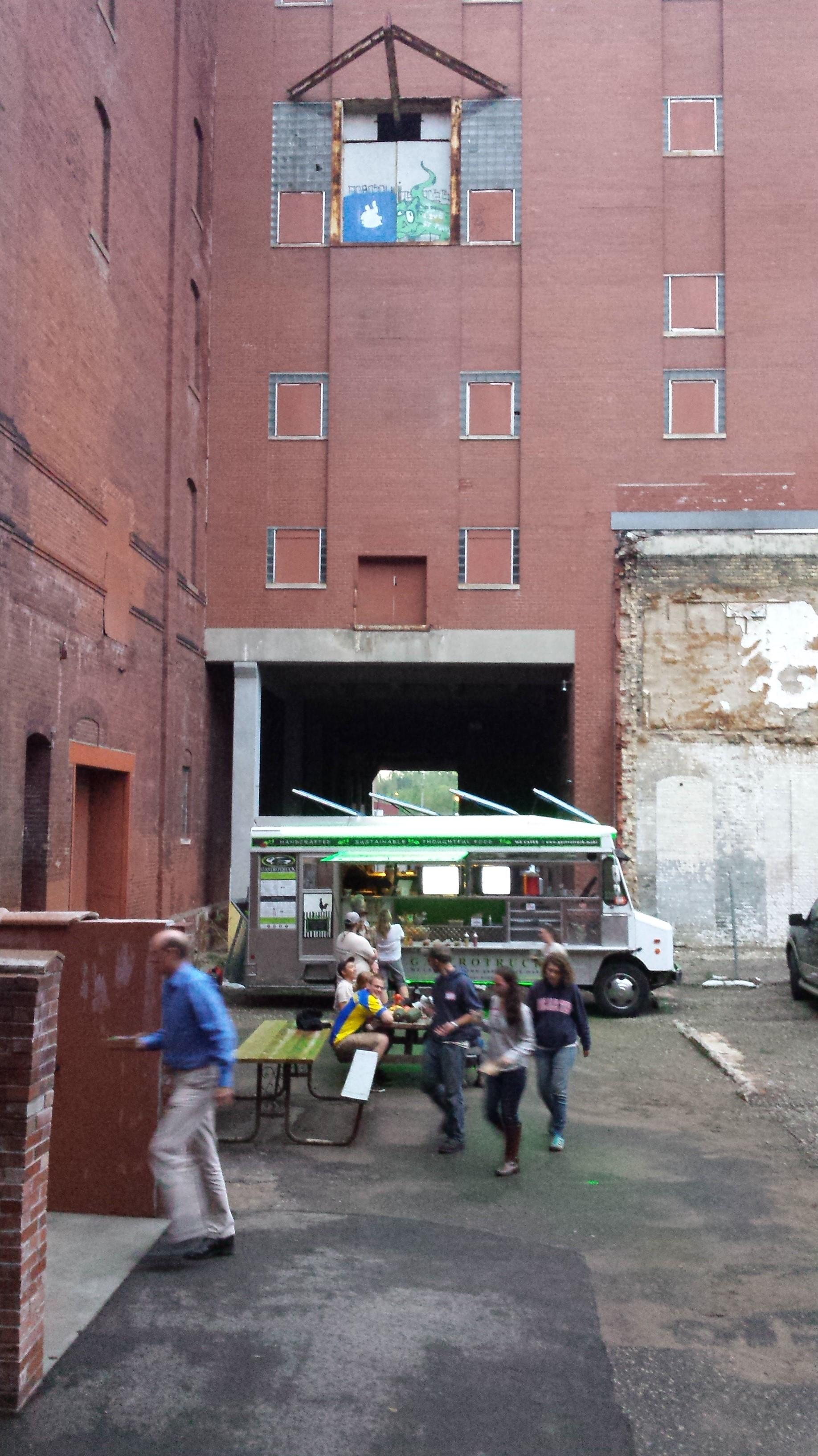Flat-earth-brewery-MN-food-truck.jpg