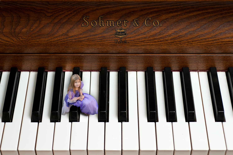 Digital-Manipulation_Thalia-Piano-1.jpg