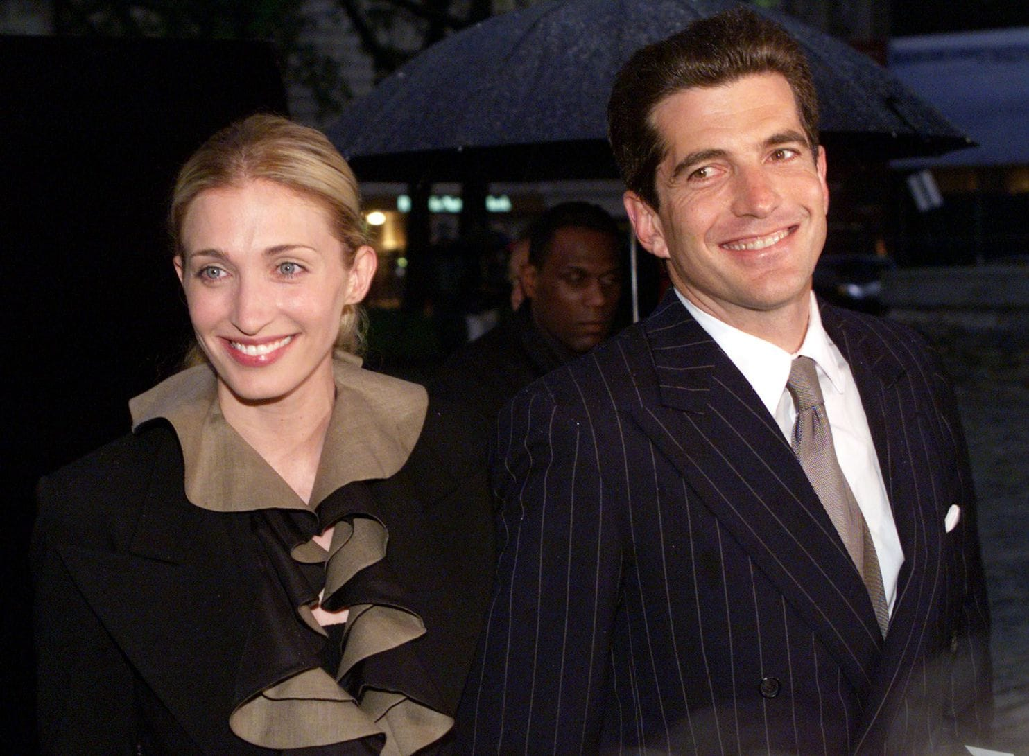 """John F. Kennedy Jr. and his wife, Carolyn Bessette-Kennedy, arrive at the 1999 """"Newman's Own-George Awards"""" in New York. (Photo by Mike Segar/Reuters)"""