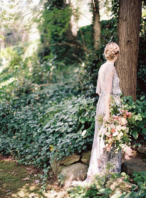 amy-osaba-events-flower-workshop-katie-hyatt-blue-dress-pink-flowers-bouquet5.jpg