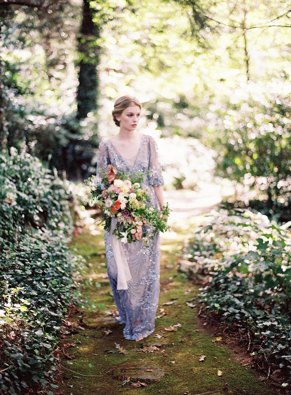 amy-osaba-events-flower-workshop-katie-hyatt-blue-dress-pink-flowers-bouquet7.jpg
