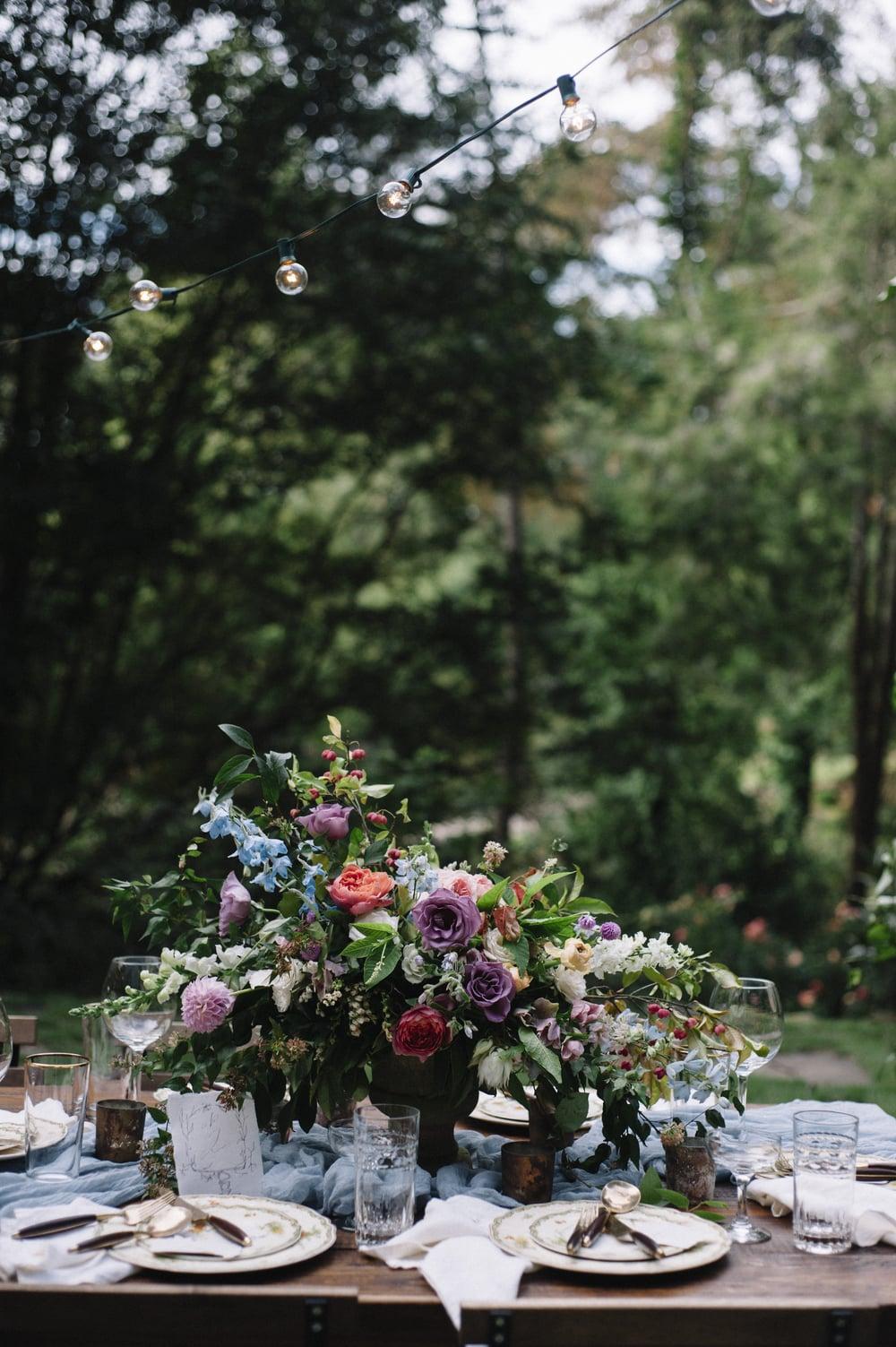 amy-osaba-events-flower-workshop-katie-hyatt-blue-dress-pink-flowers-bouquet43.jpg