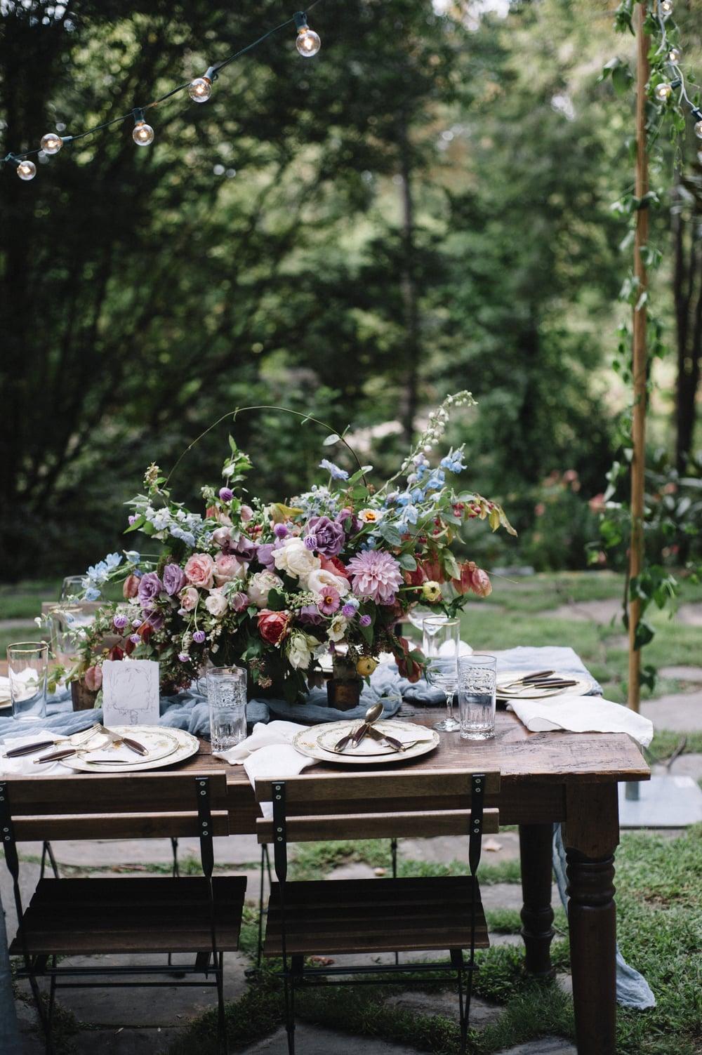 amy-osaba-events-flower-workshop-katie-hyatt-blue-dress-pink-flowers-bouquet45.jpg