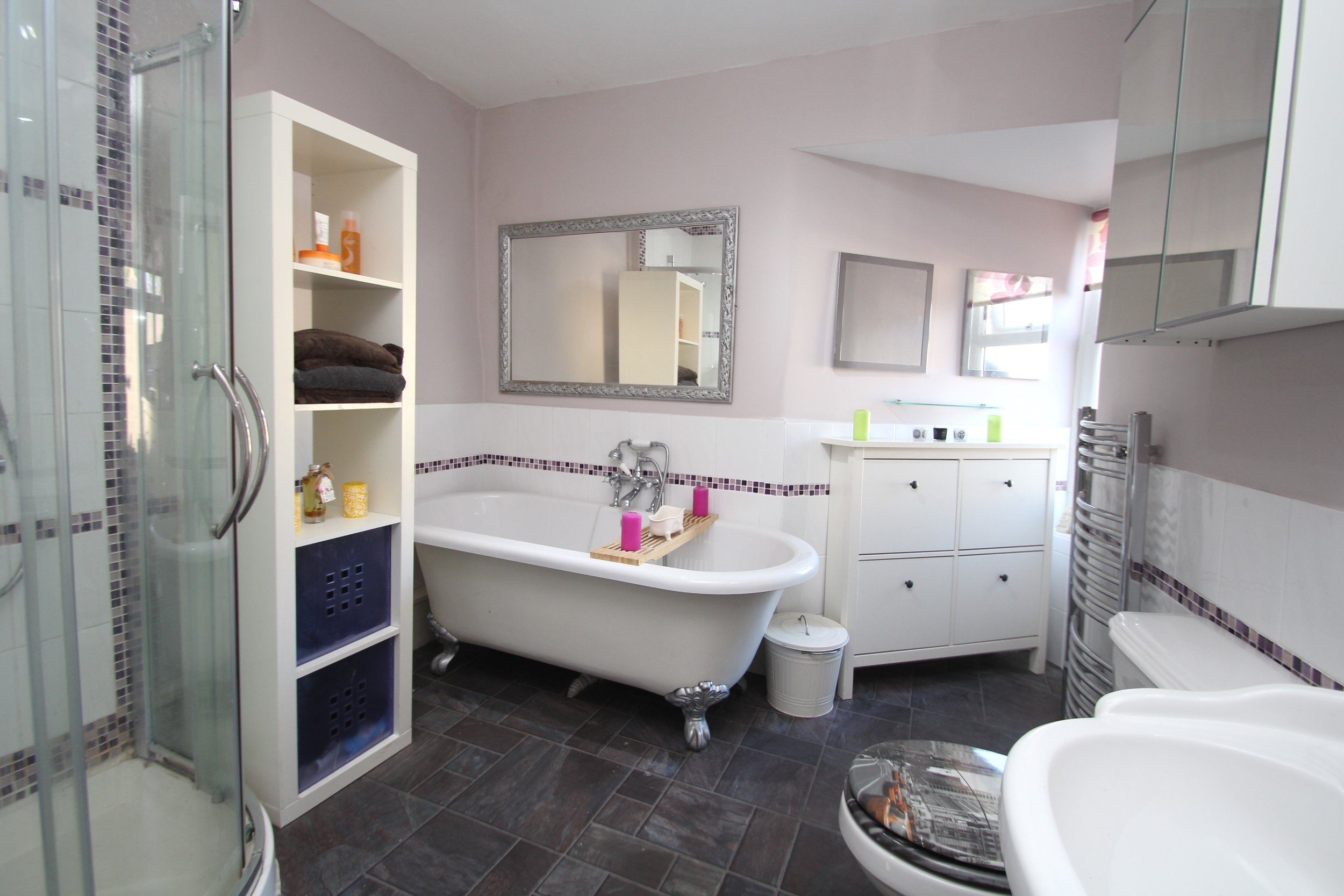 Apartment En-Suite Bathroom