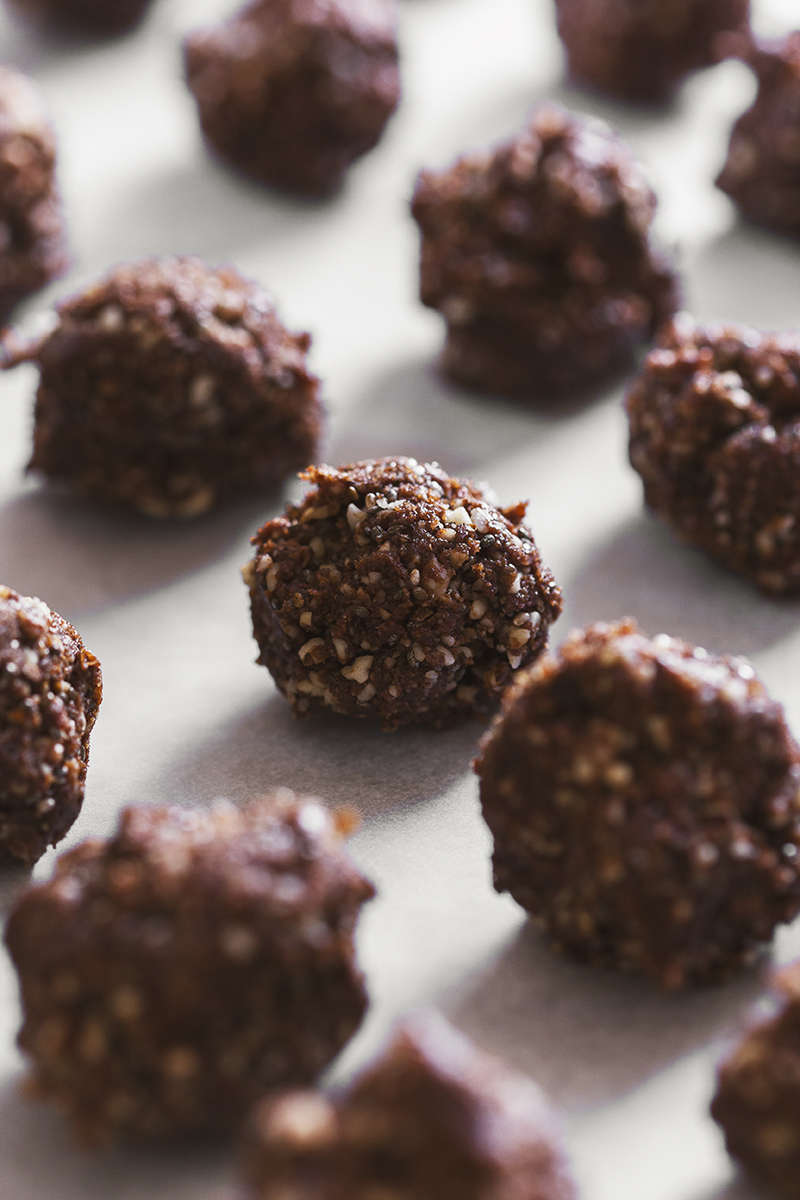 Healthy Vegan Cacao & Almond Truffles