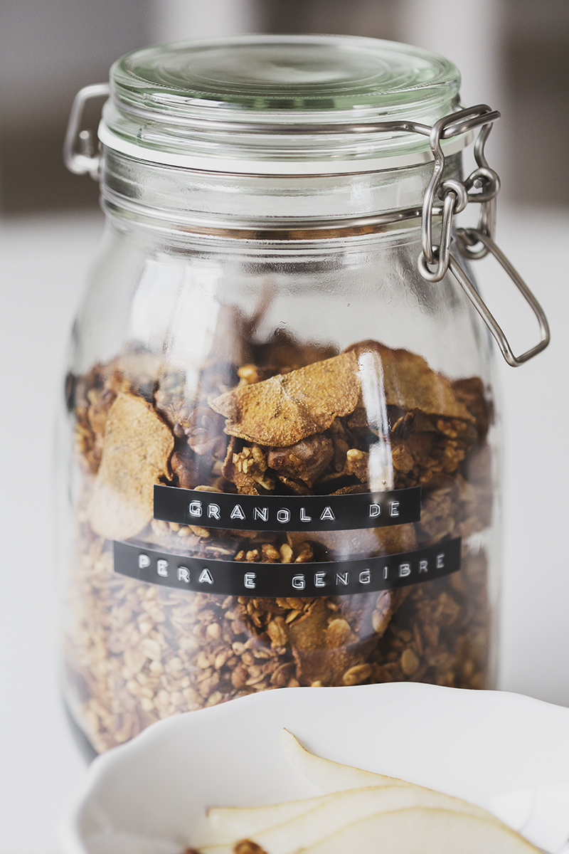 Homemade Pear & Ginger Granola Recipe