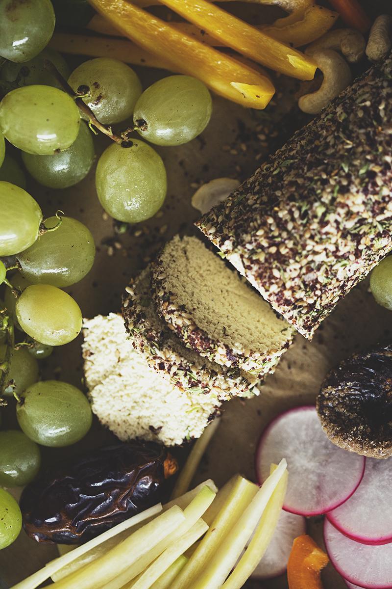 Duas receitas de entradas para o Natal: Queijo de Caju & Za'atar e Paté de Lentilhas & Azeitonas