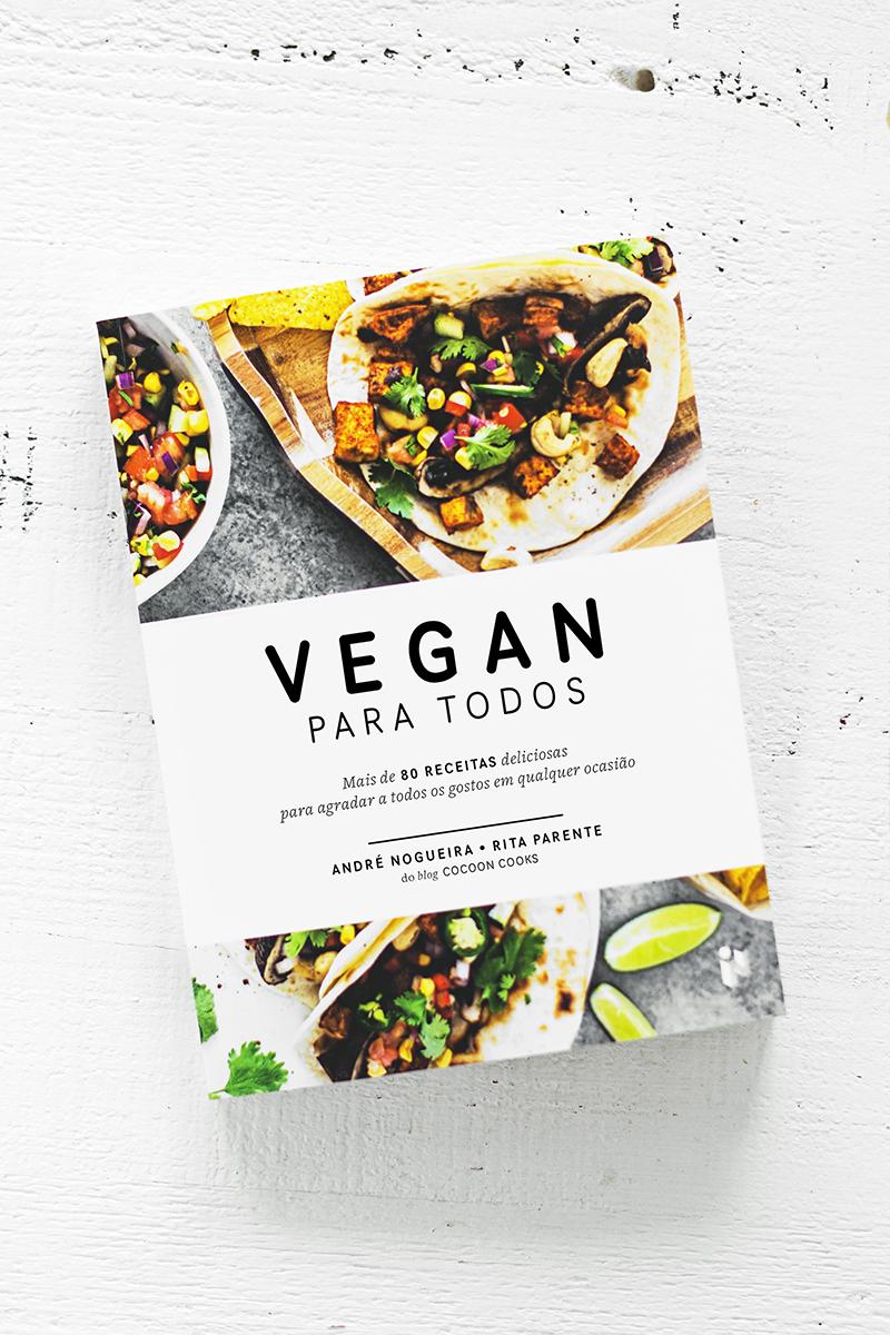 O nosso primeiro livro de receitas, Vegan Para Todos, disponível a partir de 17 de abril em todas as livrarias e hipermercados. Mais de 80 receitas deliciosas para agradar a todos os gostos em qualquer ocasião!