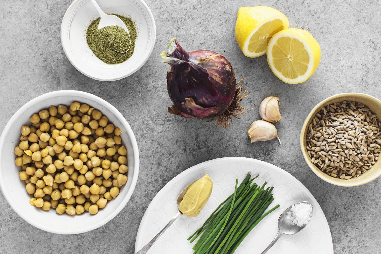 Receita simples e rápida de uma Pasta de Grão & Sementes de Girassol, um excelente substituto de pasta de atum. 100% vegetariana e deliciosa!