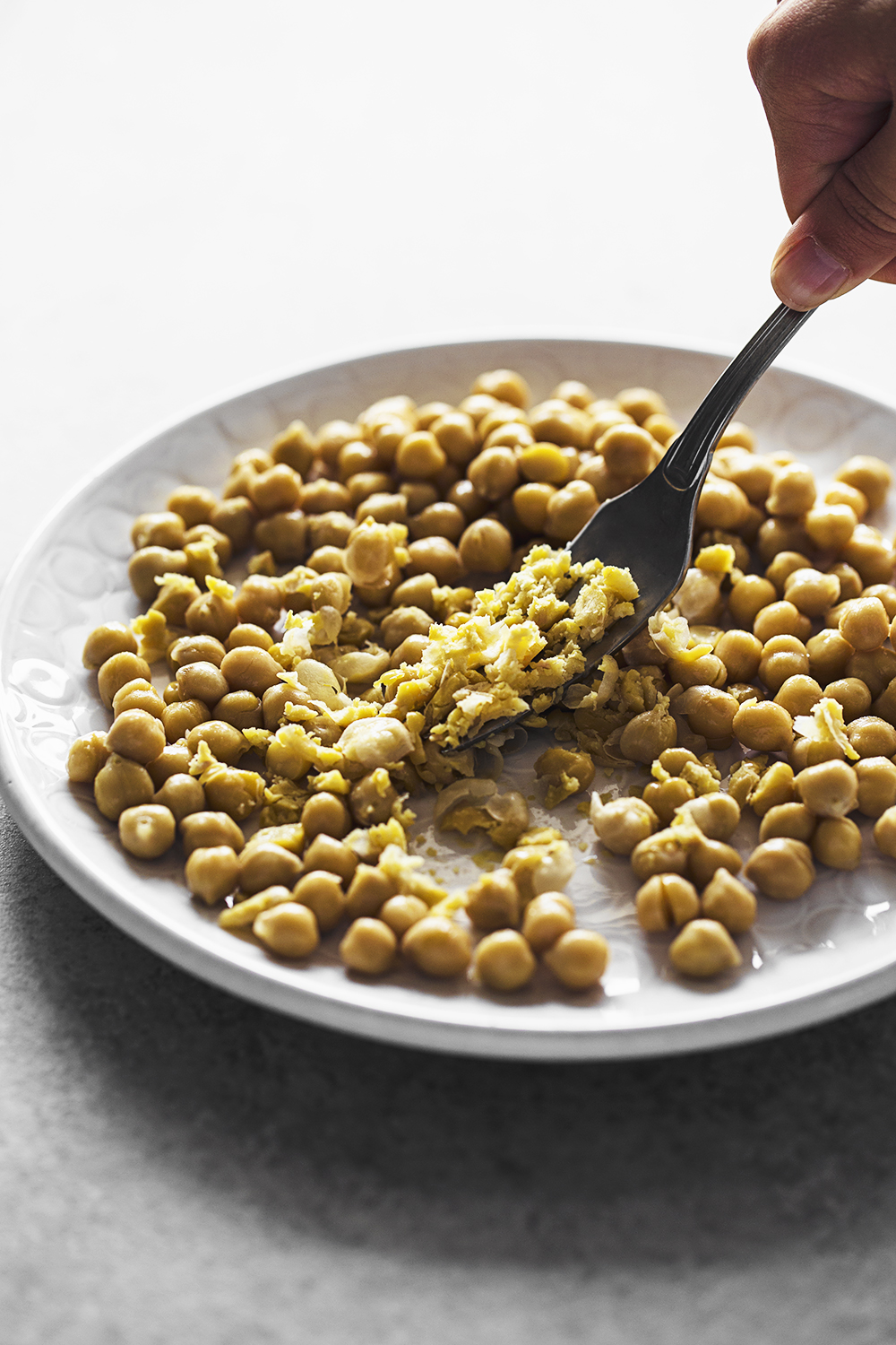 Quick and easy recipe for a Chickpea & Sunflower Spread that resembles tuna paste. 100% plant-based and delicious!