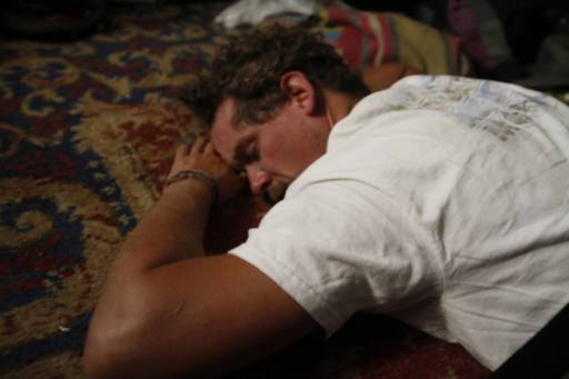 4_walls_tire_structure_colombia_sustainable_trash_construction_steven_wright_sleeping.jpg