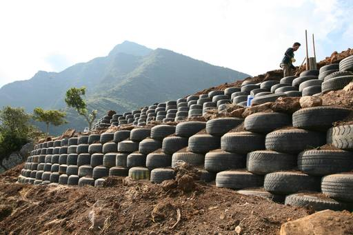4_walls_tire_structure_colombia_sustainable_trash_construction_retaining_wall_4.jpg