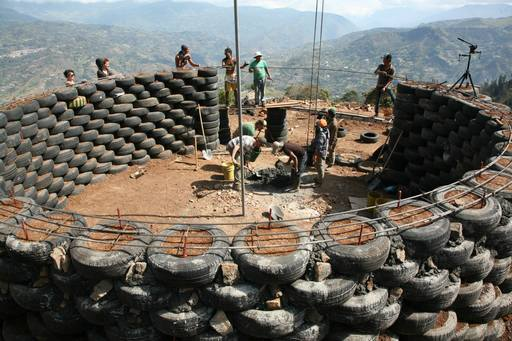 4_walls_tire_structure_colombia_sustainable_trash_construction_dome_1.jpg