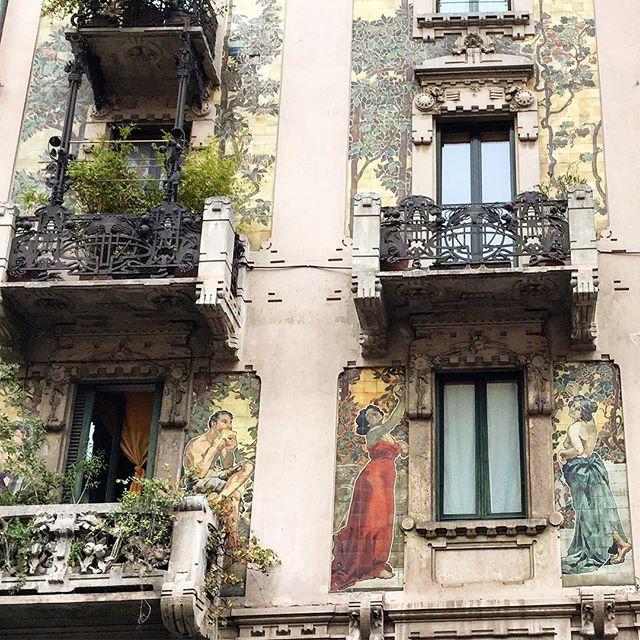 #milan #artdeco #jessicaventuriphotography #architecture #beauty #art