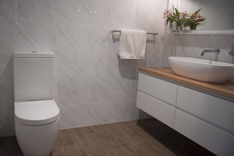 KING+ensuite+toilet.jpg