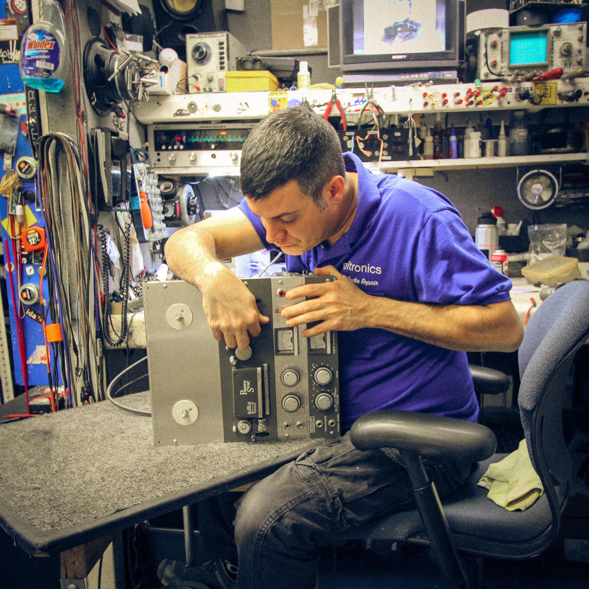 Jon, Technician
