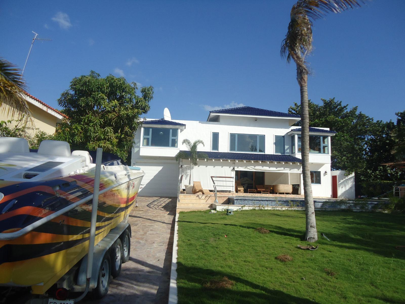 Beach house at Palmar De Ocoa with private beach and yacht