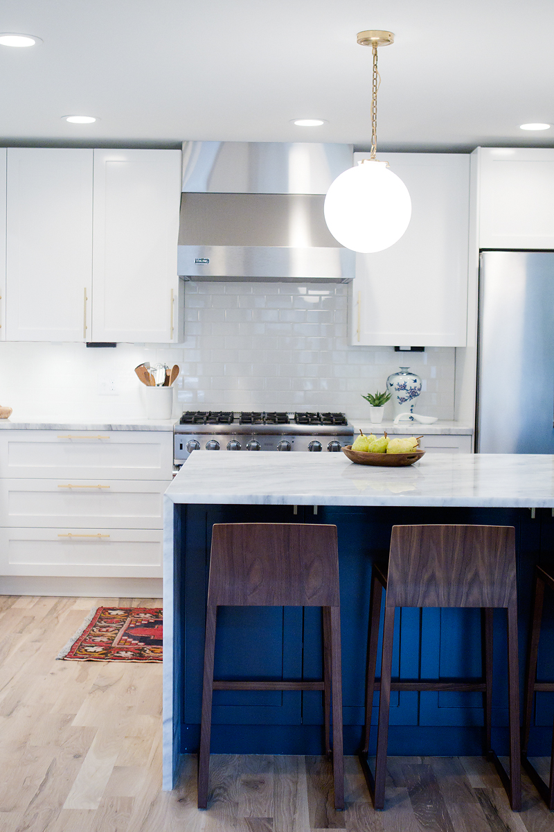 Source  This beautiful, modern kitchen is by Jennifer Stagg from  With Heart