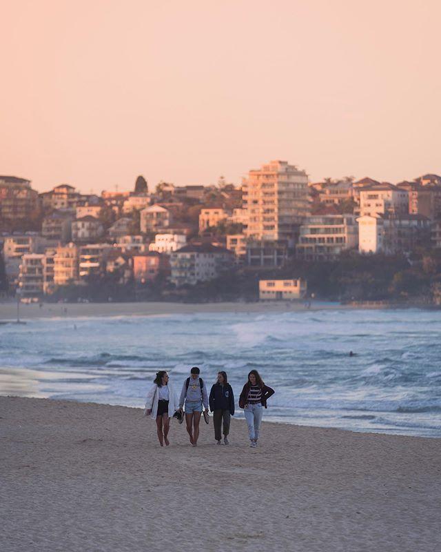 Sunday sunset at @manlybeachaustralia . . . . .  #sydneyaustralia #sydney #sonyalpha #manlybeach #sydneyphotographers #sydneyphotography