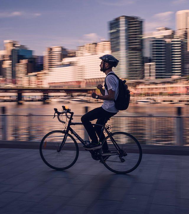 Simply cruising along #darlingharbour . . . . .#Sydney #panningphotography #street_photography #australia #sonyalpha #sonya7iii  #bikephoto #goldenhour