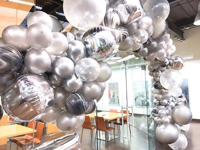 All companies should celebrate milestones with balloons. Just saying! Especially ones that shine. PS my fingers are back to normal today!  #gromezadesigns #balloons#balloonstyling #chicagoballoons #balloonschicago #25thanniversary