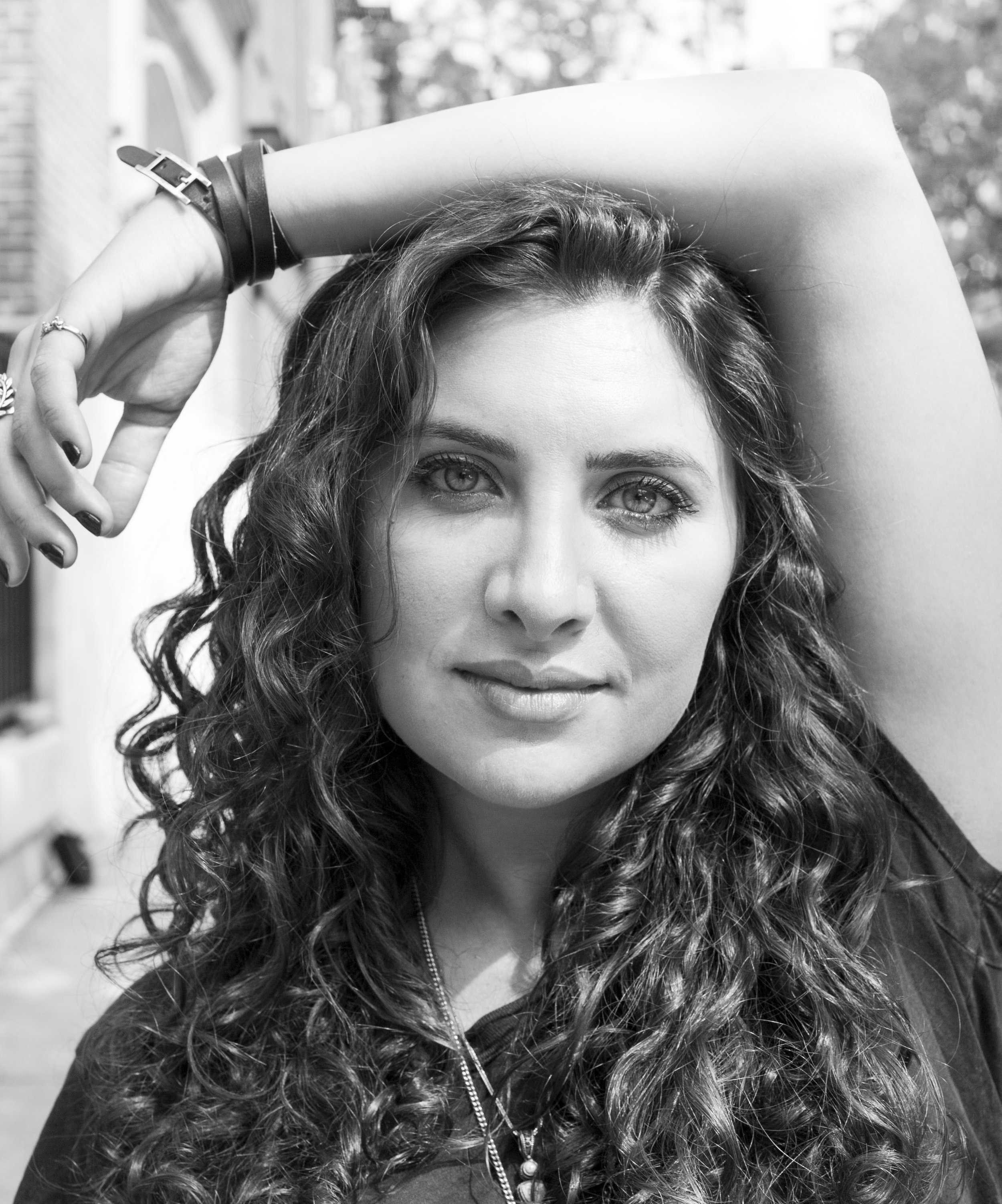 Meet Emily GoGLia - Emily Goglia is talented beyond words. Literally. Not only is she the writer behind her own solo cabaret show,