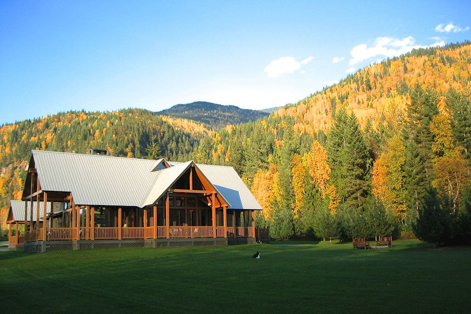 The chic lodge overlooking the Columbia River Valley.