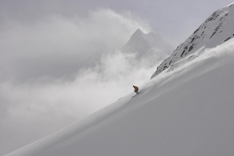 Majestic Nepal Heli Skiing