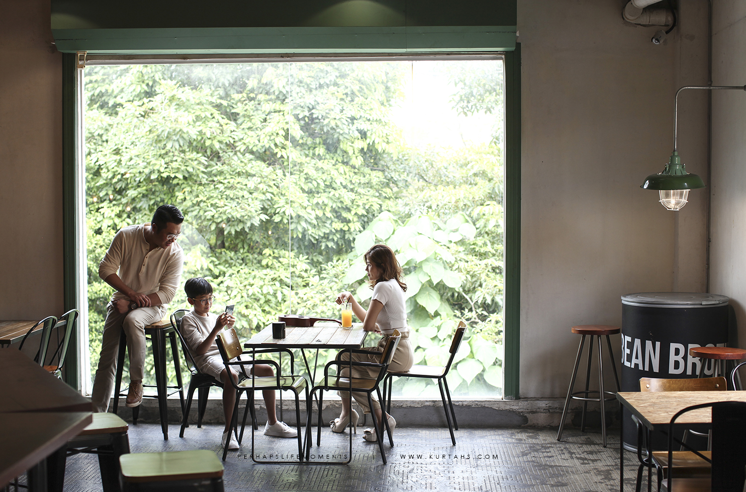 contemporary family portrait photography by kurt ahs . alwin anne lucas choo . 9134.jpg