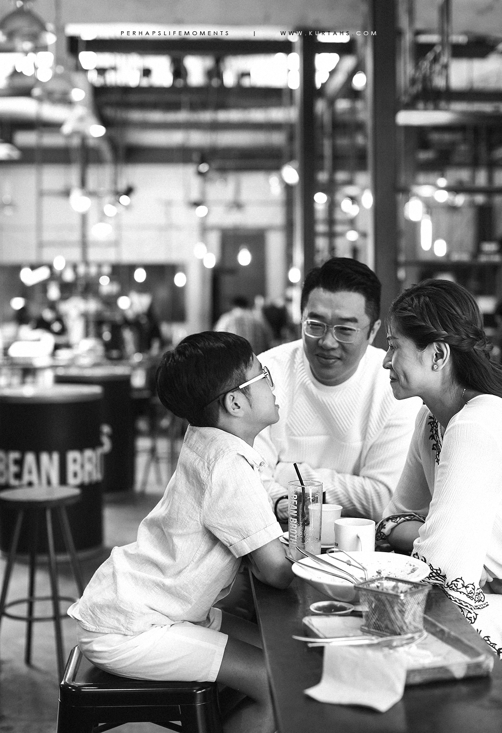 contemporary family portrait photography by kurt ahs . alwin anne lucas choo . 9122.jpg
