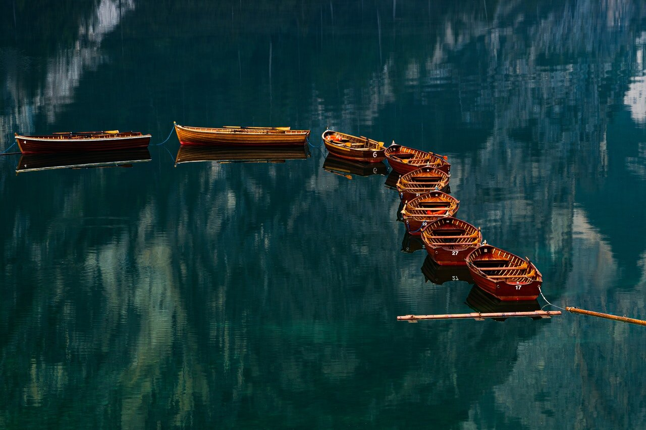 boats-canoes-daytime-2907206.jpg
